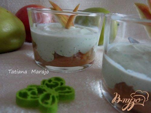 Десерт творожный с базиликом и яблоком