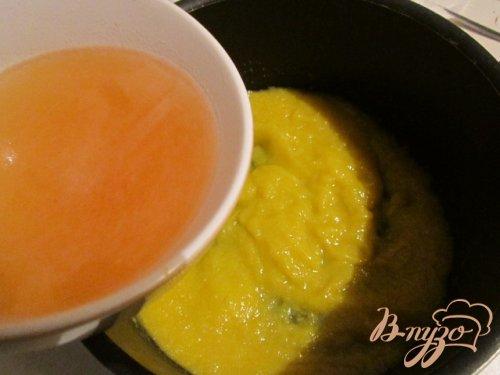 Куриные рубленные  котлетки с персиковым соусом