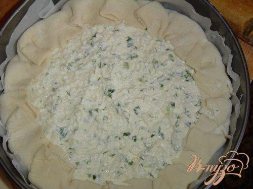 Пирог из слоеного теста с творогом и зеленью