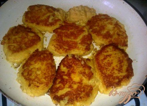 Картофельные котлетки с грибным соусом.