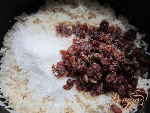 Кокосовый рис с изюмом