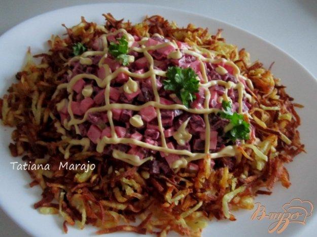 Рецепт Свекольный салат с картофельной соломкой
