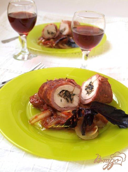 Фото приготовление рецепта: Фаршированное куриное филе в ветчинной шубке шаг №6