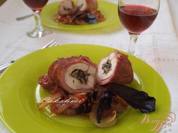 фото рецепта: Фаршированное куриное филе в ветчинной шубке