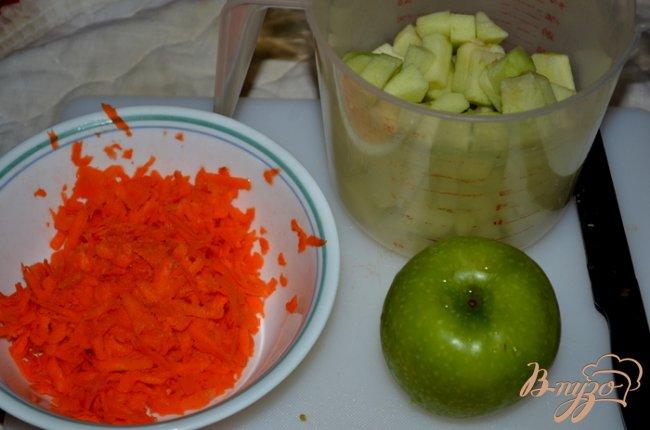 Фото приготовление рецепта: Яблочный кекс с морковью и  глазурью пралине шаг №2