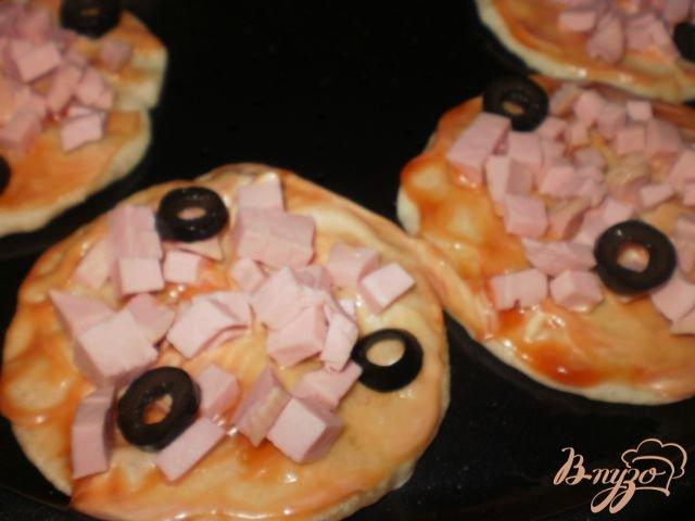 Фото приготовление рецепта: Мини-пицца шаг №4