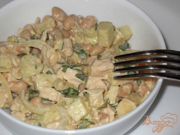 Рецепт Салат из курицы с фасолью и яблоком