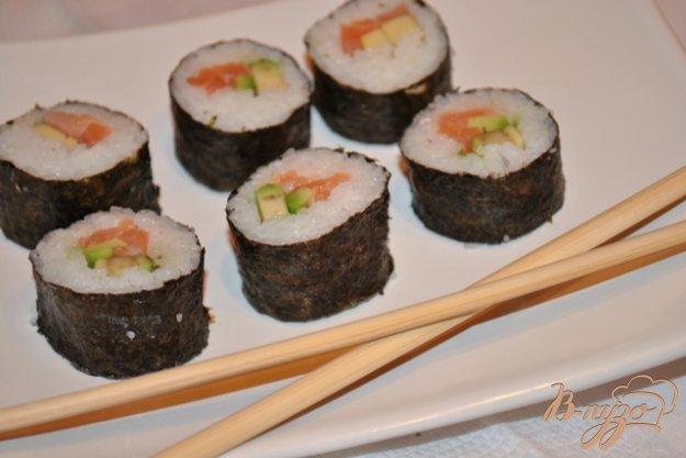 Рецепт Суши роллы с лососем и авокадо