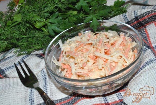 фото рецепта: Салат из черной редьки с морковью и сельдереем