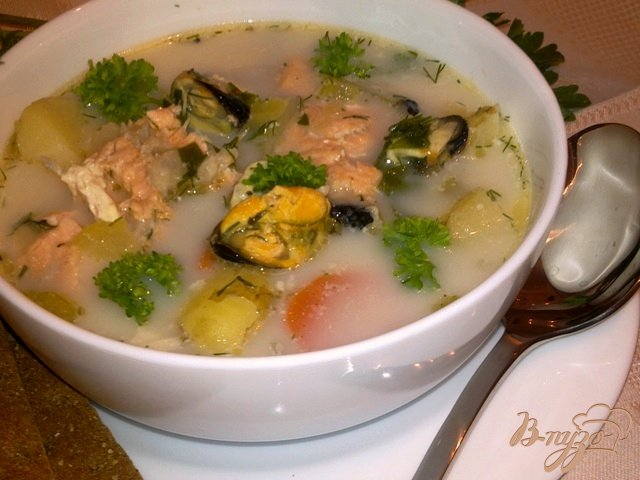 Фото приготовление рецепта: Сливочный рыбный суп с мидиями шаг №8