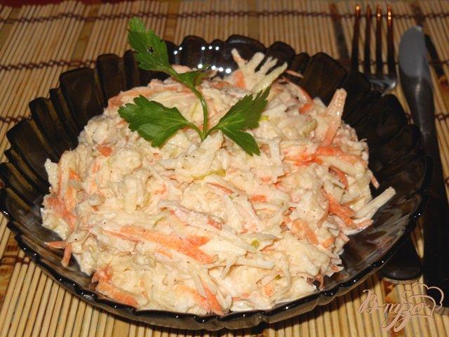 Фото приготовление рецепта: Салат из белой редьки с сельдереем, яблоком и морковью шаг №6