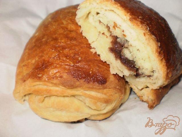 Фото приготовление рецепта: Вкусные слойки с шоколадом шаг №6