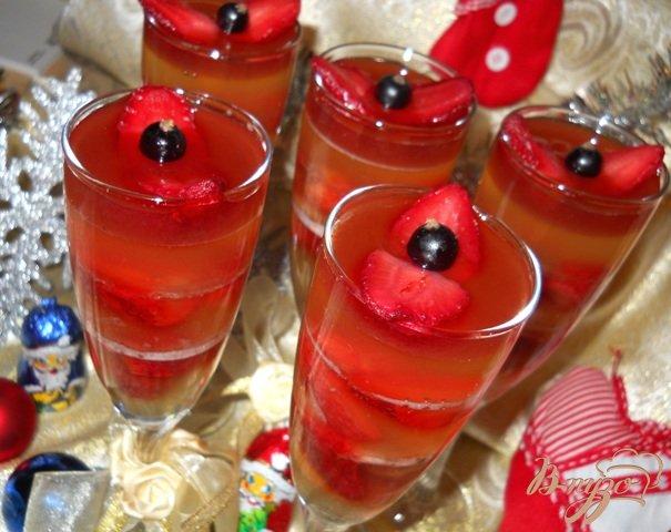 Рецепт Желе из шампанского с клубникой
