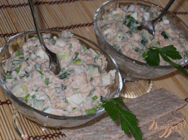 Рецепт Весенний салат с тунцом, огурцами и яйцом