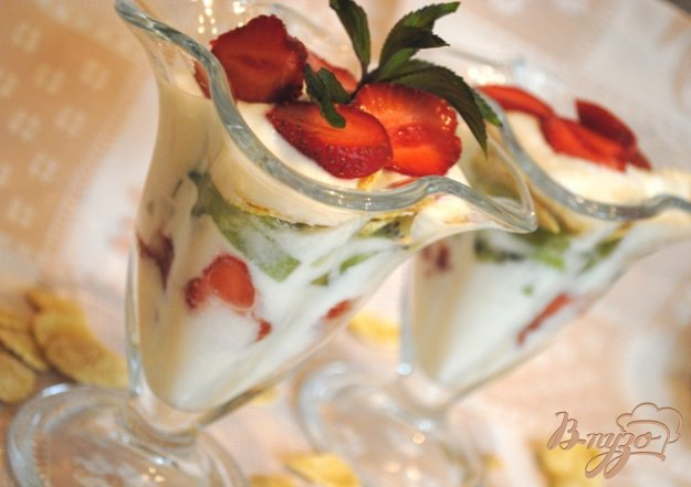 Рецепт Йогуртовый десерт с клубникой и киви