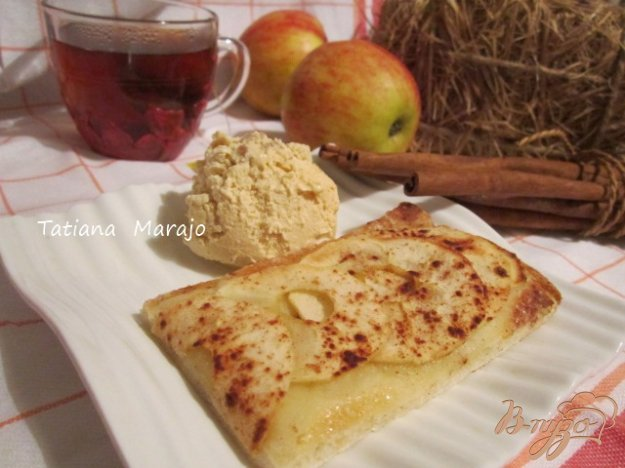 Рецепт Дрожжевая лепешка с яблоками и корицей