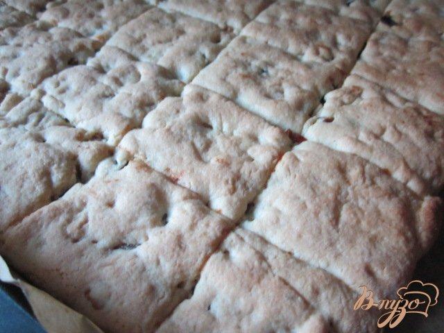 Фото приготовление рецепта: Рассыпчатое печенье с сухофруктами шаг №9
