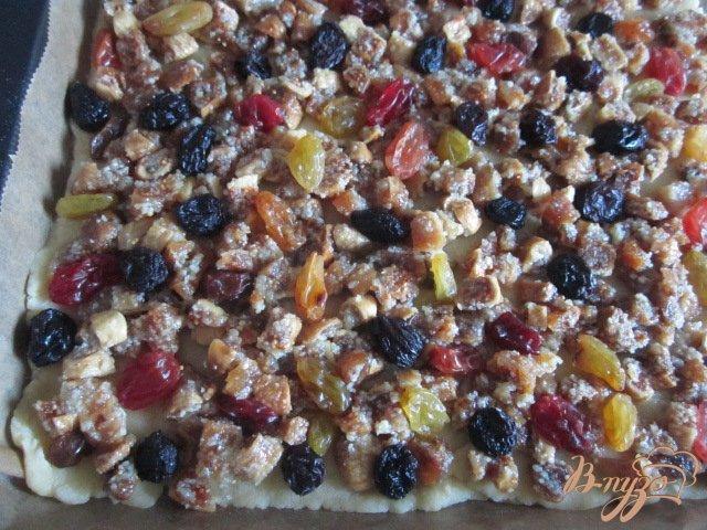 Фото приготовление рецепта: Рассыпчатое печенье с сухофруктами шаг №7