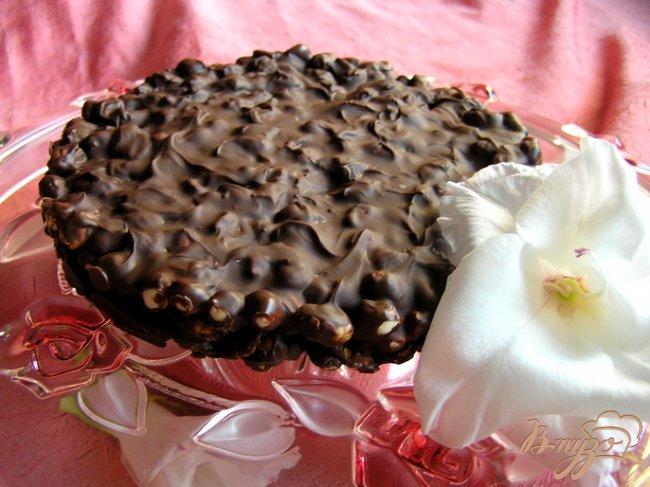 Фото приготовление рецепта: Хрустящий шоколадный торт шаг №8