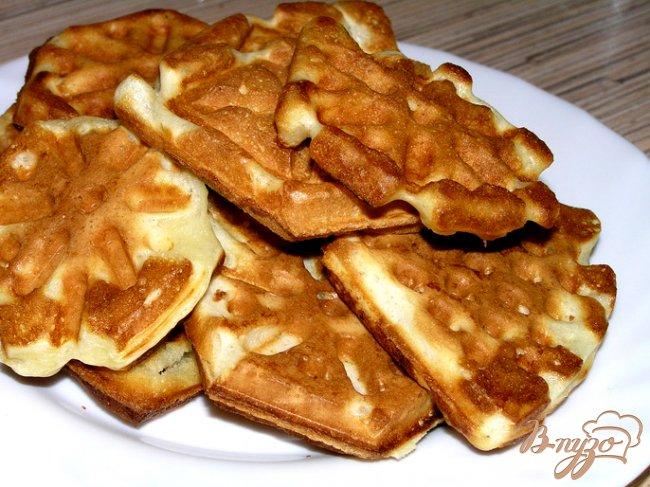 Фото приготовление рецепта: Домашние вафли на кефире шаг №7