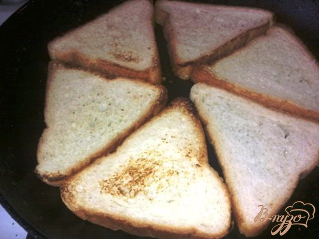 Фото приготовление рецепта: Бутерброды с форелью и сливочным сыром шаг №3