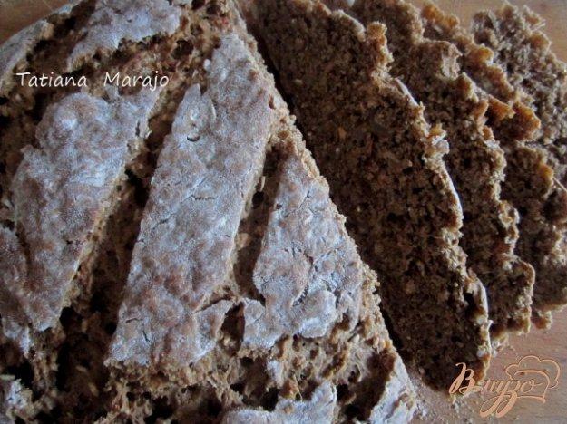 фото рецепта: Ржаной хлеб с овсом и финиками