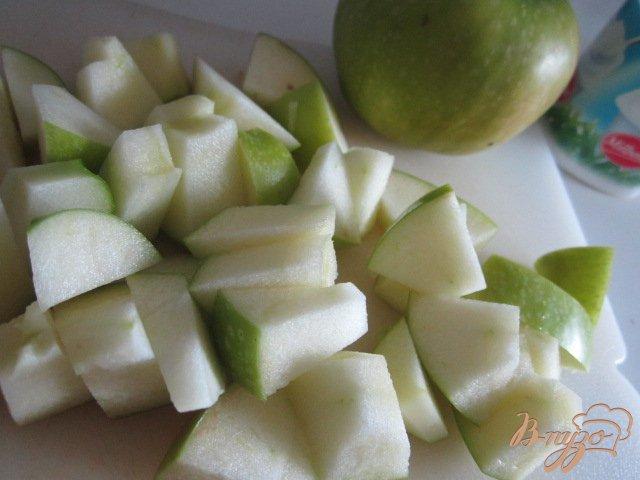Фото приготовление рецепта: Смузи яблочный с кленовым сиропом шаг №1