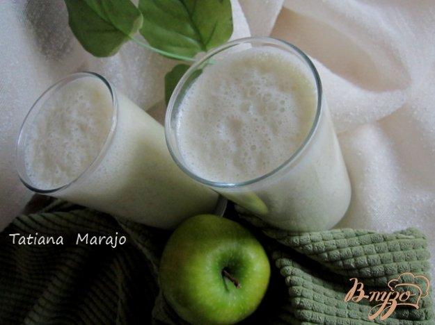 фото рецепта: Смузи яблочный с кленовым сиропом
