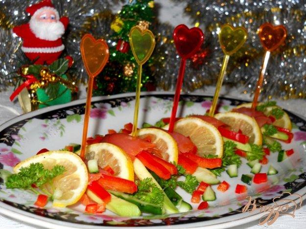 Рецепт Закусочные рулетики из лосося с овощами