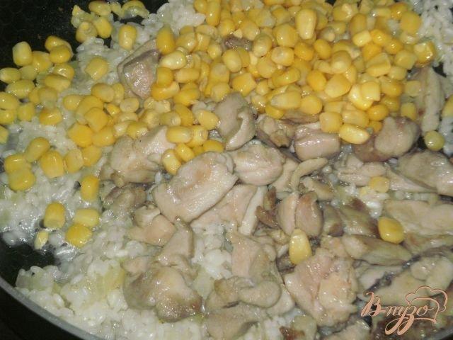 Фото приготовление рецепта: Сливочное ризотто с курицей шаг №6