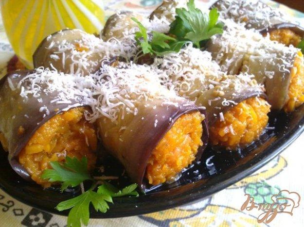 Рецепт Рулетики из баклажан с пикантной морковью.