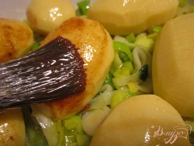 Фото приготовление рецепта: Пикантный картофель шаг №4