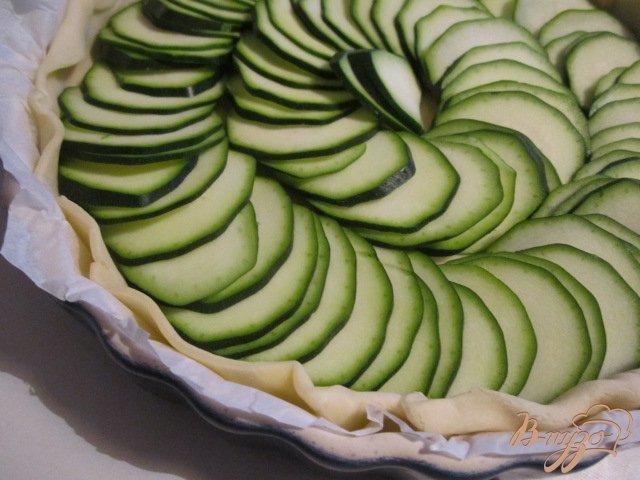 Фото приготовление рецепта: Открытый кабачковый пирог шаг №2