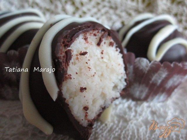 Фото приготовление рецепта: Кокосовые конфеты в шоколаде шаг №8
