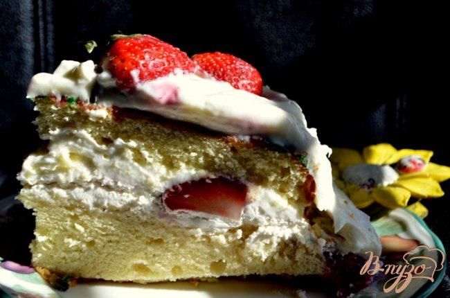 Фото приготовление рецепта: Торт с клубникой шаг №11