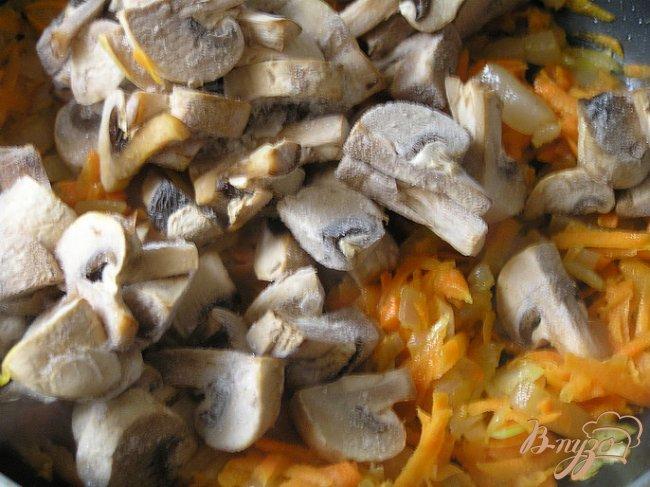 Фото приготовление рецепта: Жаркое из грибов на сале шаг №4