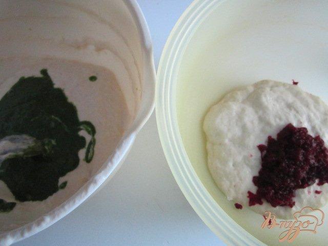 Фото приготовление рецепта: Хлеб со шпинатом и свеклой шаг №2