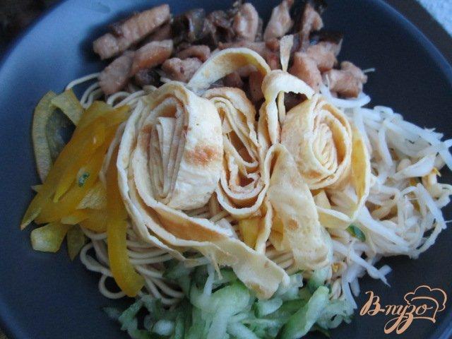 Фото приготовление рецепта: Кукси (корейский суп) шаг №9