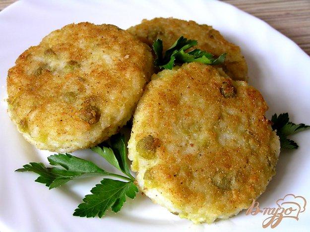 фото рецепта: Рисовые котлетки с зеленым горошком