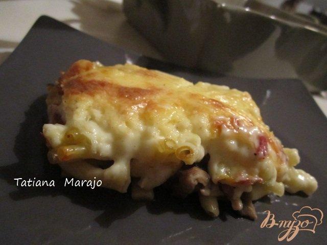 Фото приготовление рецепта: Макаронная запеканка под сливочным соусом шаг №8