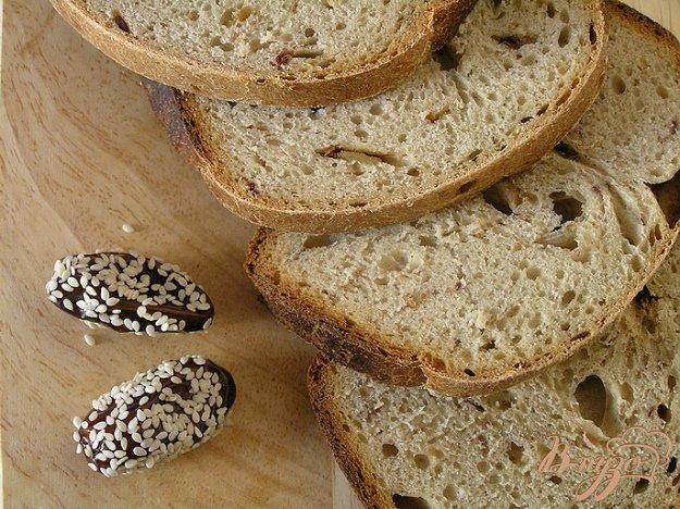фото рецепта: Хлеб с зеленым чаем и финиками
