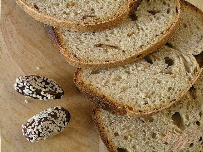 Фото приготовление рецепта: Хлеб с зеленым чаем и финиками шаг №6