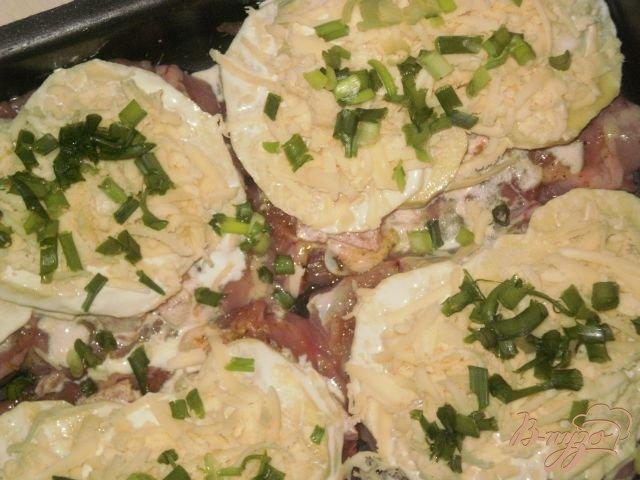 Фото приготовление рецепта: Мясо запеченное в духовке с картофелем шаг №8