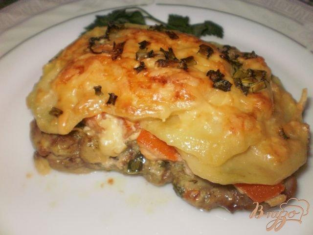 Фото приготовление рецепта: Мясо запеченное в духовке с картофелем шаг №9
