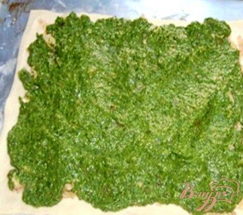 Слоеный пирог со шпинатом и сыром.