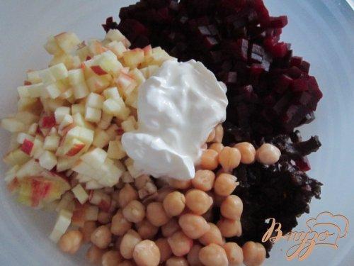 Свекольный салат с горохом нут