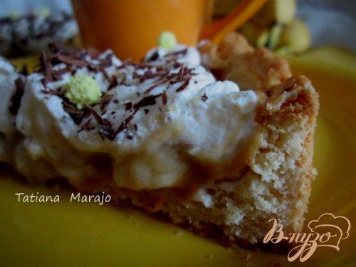 Банановый тарт со взбитыми сливками
