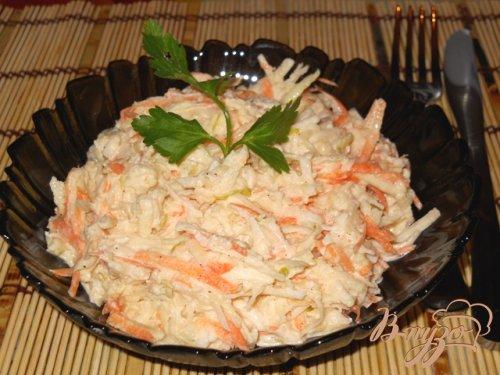 Салат из белой редьки с сельдереем, яблоком и морковью