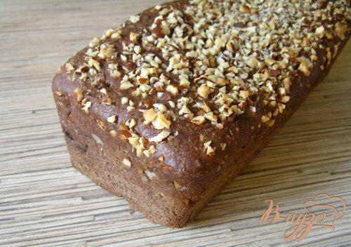 Шоколадный хлеб с черносливом и миндалем