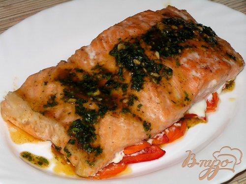 Семга на овощной подушке с пикатным соусом